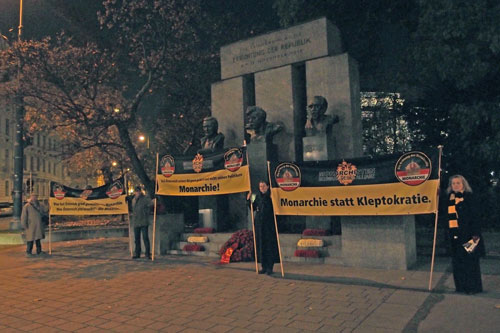 November 12, 2011: Monarchie statt Kleptokratie